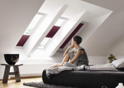 Verschattung und Gestaltung <br>Die in vielen Farben erhältlichen Verschattungslösungen von VELUX lassen Ihr Dachfenster zum dekorativen Element werden.