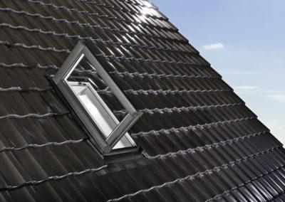 Roto Wohndachausstieg<br>Als zusätzlicher Rettungsweg im Brandfall oder im vollständig ausgebauten Dach als Ausstieg für Zimmerleute oder Schornsteinfeger.