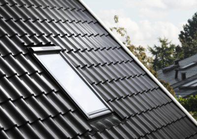 Vertiefter Einbau <br>VELUX-Fenster mit niedriger Einbauhöhe integrieren sich perfekt ins Dach.