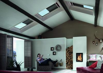 Fenster bis zum First<br> Für jede Stelle im Dach finden Sie bei Roto ein passendes Fenster, von Fußbodenhöhe bis zum First. Lassen Sie Ihrem Gestaltungsdrang freien Lauf und entdecken Sie ihr Dachgeschoss völlig neu!