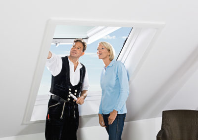 Roto Maßrenovierungsfenster<br> Bei Roto erhalten Sie maßgefertigte Fenster für jede denkbare Fensteröffnung. Wir übernehmen für Sie alle Arbeiten, vom Ausmessen der Fensteröffnung über den Ausbau des alten Fensters bis zur Bestellung und Montage Ihres neuen Fensters.
